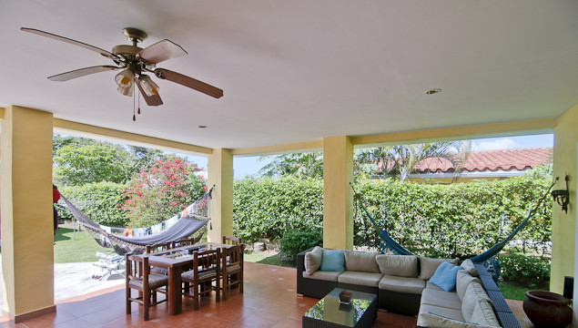 Family-Home-with-Pool-for-Sale-in-Coronado-Panama-8